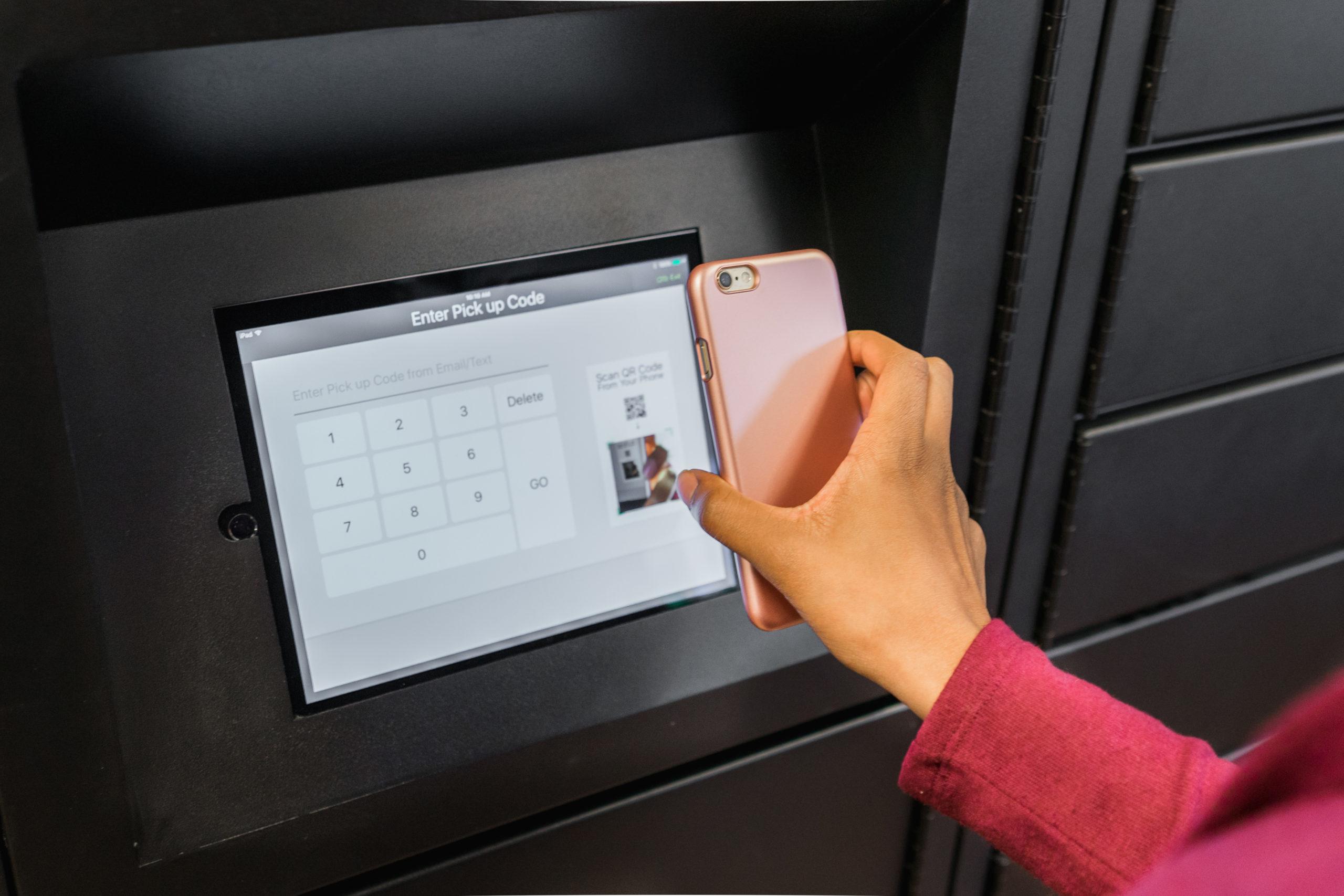 Luxer One Parcel Locker LCD